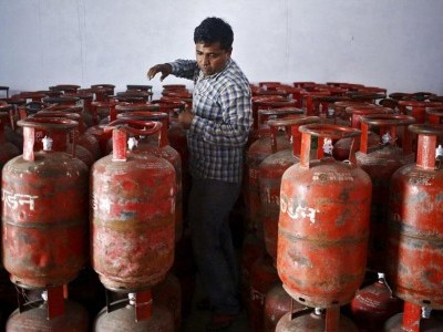 Illegal LPG refill units raided in Mangaluru