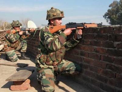 کشمیر میں تصادم میں تین دہشت گرد ڈھیر، ایک خاتون کی موت