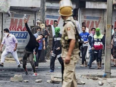 کشمیر میں حالات کشیدہ، 100 اضافی کمپنیاں روانہ، لوگوں میں خوف و ہراس