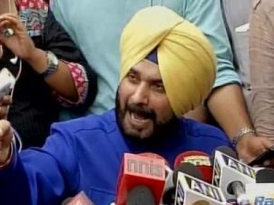 Sidhu defends himself over Pak visit row