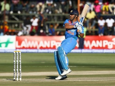 Dhoni is a superstar and all-time great: Australia coach Justin Langer