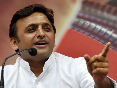 Akhilesh avoids question on Oppn leadership, asks BJP to come out with new PM face
