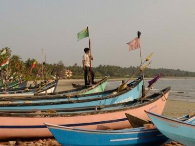 'Nadadoni' fishermen in Gangolli urge govt to release kerosene