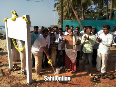 Bhatkal MLA Mankal vaidya lays foundation for various road development works