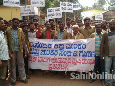 Passenger Auto Drivers Union protest against rental bikes service in Gokarna
