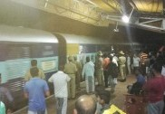 ریلوے ٹی ٹی کے خلاف بھٹکل ریلوے اسٹیشن پرٹرین روک کر سخت احتجاج؛ خاتون کو دھکا دینے سمیت مسافروں کے ساتھ بدسلوکی کرنے کا الزام