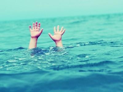 منگلورومیں دیسی ماہی گیر کشتی غرقاب۔ ایک ماہی گیر ہلاک ، دوسرے کو بچالیا گیا