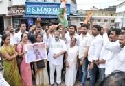 Cauvery row: Karnataka Congress MPs protest in Parliament, ask PM Modi to intervene