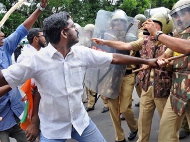 Congress hartal affects normal lives in Thiruvananthapuram