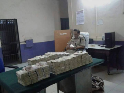 Three women arrested while carrying old notes from Goa to Mundgod
