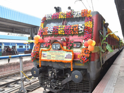 Railways to go for complete digitisation; save Rs 60,000 cr