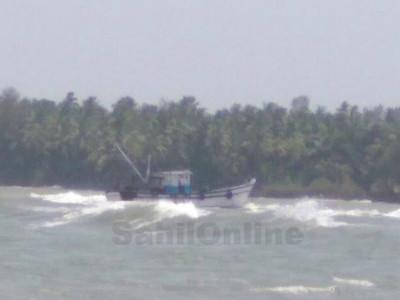 ہوناور شراوتی ندی میں ماہی گیر بوٹ ڈوب گئی؛ 20لاکھ روپے کا نقصان