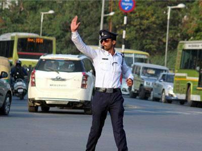 ٹریفک پولیس کے کپڑوں میں کیمرے نصب: پرمیشور