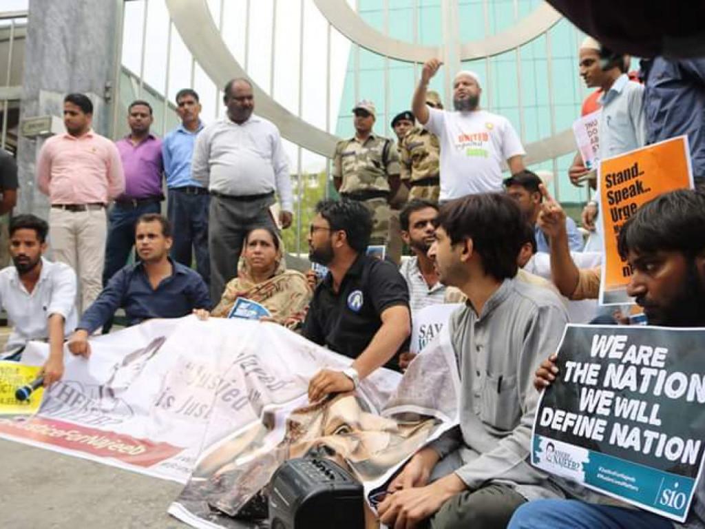 Najeeb ahmad disappearance jnusu stage protest outside for An najeeb cuisine