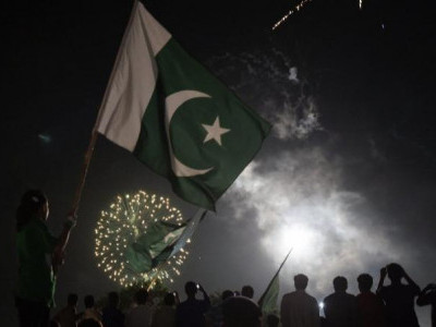 Pakistan celebrates 70th Independence Day, hoists largest flag in its history