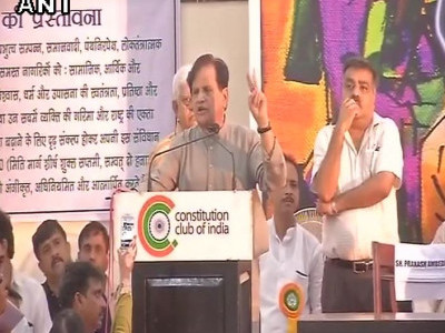 Ahmed Patel slams BJP, accuses it of 'misusing agency'