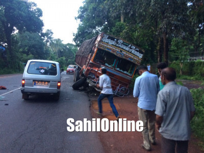 Truck rams into Bolero pick-up on Kumta NH-66; 1 seriously injured