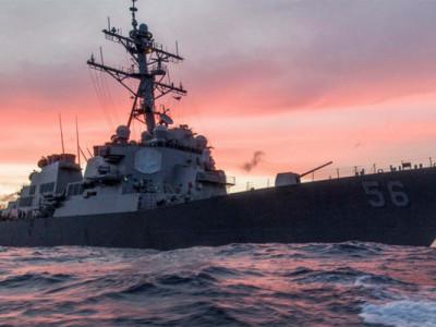 امریکی بحری جہاز کا آئل ٹینکر سے تصادم، 10فوجی اہل کار لاپتہ