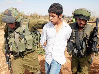 رواں سال میں 3800 فلسطینی صہیونی زندانوں میں ڈال دئے گئے