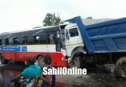 بھٹکل:سرکاری بس اور آئی آر بی کمپنی لاری کے درمیان تصادم : دونوں ڈرائیور شدید زخمی ،کوئی جانی نقصان نہیں
