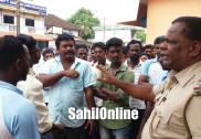 گنگولی میں کچرا ٹھکانے لگانے کا مرکز قائم کرنے کے خلاف عوام کا احتجاج
