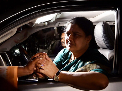 Sasikala visited MLAs house near jail: Roopa in ACB report