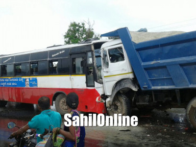 Bus and lorry crash on Bhatkal NH-66, 2 seriously hurt