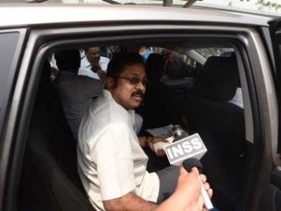 تامل ناڈو میں گہرایا سیاسی بحران، اقلیت میں پلانیسامی حکومت;ڈی ایم کے نے بھی کی اسمبلی سیشن بلانے اوراکثریت ثابت کرنے کی مانگ