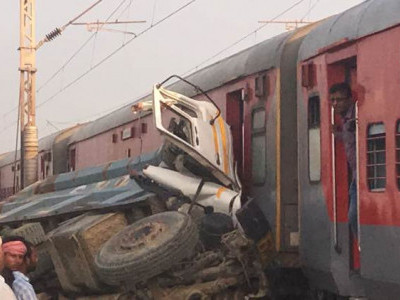 Kafiyat Express derailment: Case registered against dumper's driver, contractor