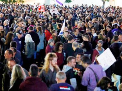 تل ابیب میں بد عنوانی کے خلاف ہزاروں اسرائیلی شہریوں کا مظاہرہ