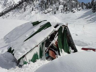 جموں و کشمیر میں برفانی تودے میں دفن ہوئے پانچ فوجی جوان، تلاشی مہم شروع