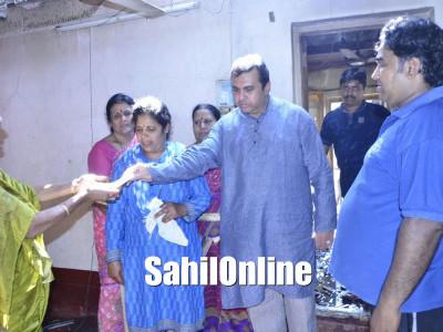 Karnataka Fisheries Minister Pramod Madhwaraj visited a house which caught fire at Kokkarne, Udupi