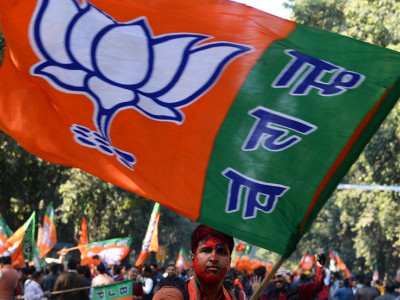 Absence of 4 MLAs at CLP meet shows chinks in Cong: BJP