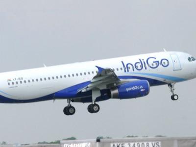 بنگلورو انٹرنیشنل ایرپورٹ پر انڈیگو ہوائی جہاز 200میٹر کے فاصلے پر آگئے۔ حادثہ ٹلا