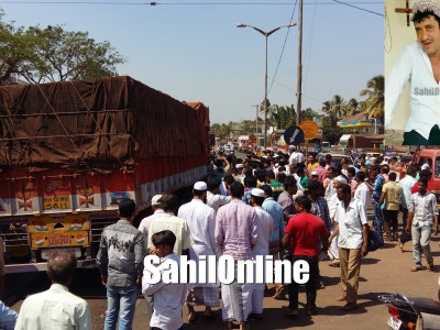 Lorry and bike collision at Bhatkal Shamsuddin circle Abdul Wadood Maani dies in the accident