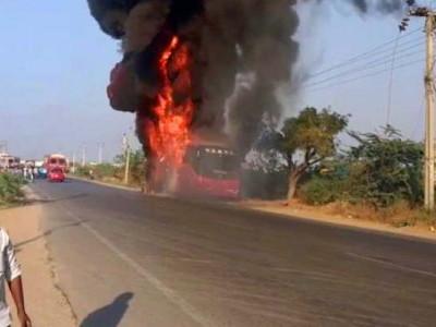 تلنگانہ:بس میں اچانک لگی آگ، تمام مسافر محفوظ