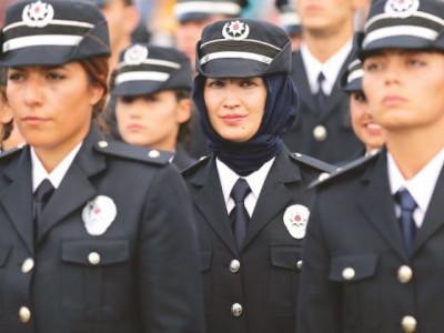 ترکی:خواتین فوجیوں پر اسکارف لینے کی پابندی ختم