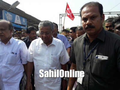 Kerala CM arrives in Mangaluru amid protests by VHP, Bajrang Dal