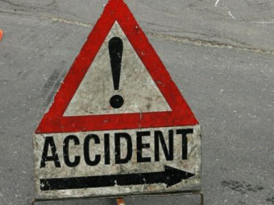 Kasargod: Four sustain injuries as car rams into electric pole