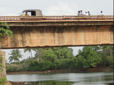 People resent undue delay in building Bedti river bridge in Yellapur