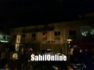 کمٹہ : کرناٹکا بینک کی عمارت میں آگ : لاکھوں کا نقصان،فائر برگیڈ آگ پر قابو پانے میں مصروف