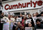 ترک حکومت مخالف اخبار کے سترہ ملازمین اور صحافیوں کا مقدمہ شروع