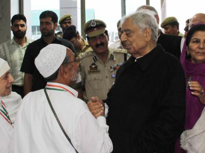 عازمین حج کاپہلاقافلہ مدینہ طیبہ پہونچا،ہندوستانی سفارتی افسران نے استقبال کیا