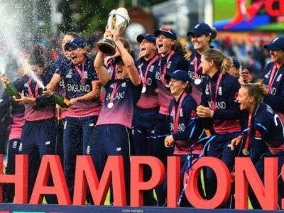 ویمنس ورلڈ کپ فائنل میں ہندوستان کو 9 رنز سے شکست،انگلینڈ چمپئین