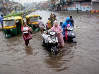 گجرات میں بارش اور سیلاب سے 72افراد اور 900جانوروں کی موت