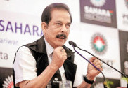 Supreme Court asks Sahara chief to deposit Rs 1,500 crore by Sept 7
