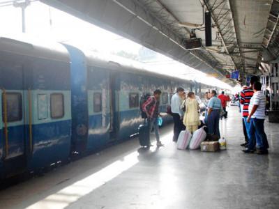 منگلورو سنٹر ریلوے اسٹیشن میں سیلنگ کا ٹکڑا گرنے سے ایک شخص زخمی