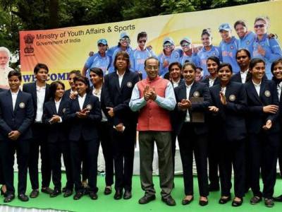 وزیر کھیل گوئل نے ہندوستانی خواتین کرکٹ ٹیم کو نوازا