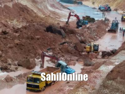 بیندوراوتینانی میں پہاڑی کا کھسکنا شاہراہ کی تعمیراتی کمپنی کے لئے دردِسر۔ حل تلاش کرنے کمپنی پہنچی راگھویندرا مٹھ میں!
