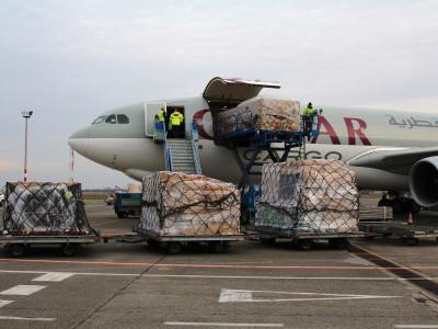 Qatar begins shipping cargo through Oman to bypass Gulf rift